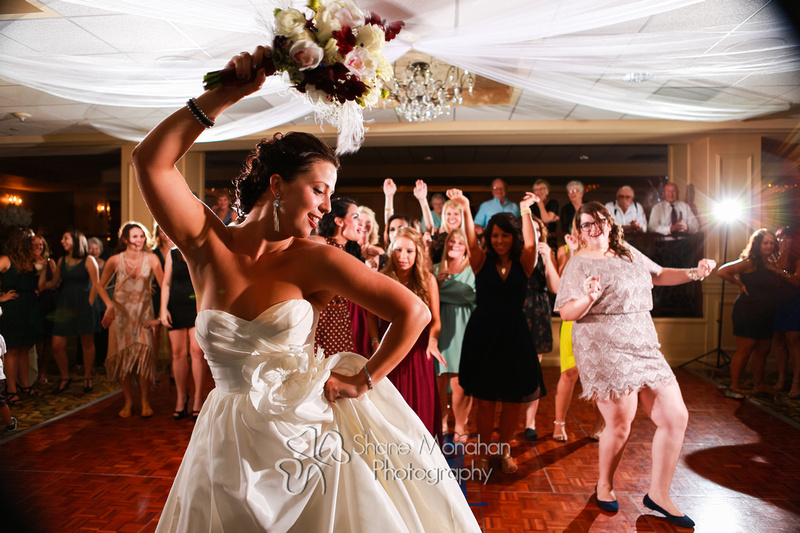 Sioux City and South Sioux City Art Deco wedding, Donna and Jack by Shane Monahan Photography, Iowa Wedding & Portrait photographers, bouquet toss