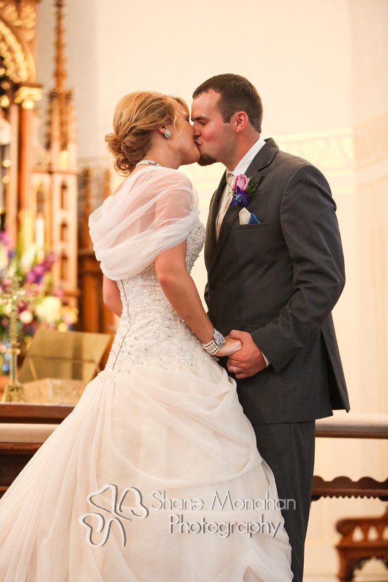 Alyssa and Zach Utech Wedding, wedding kiss - Sioux City Photographers - Shane Monahan Photography, Iowa Wedding & Portrait Photographer, Photo Booth Rental, Remsen, IA