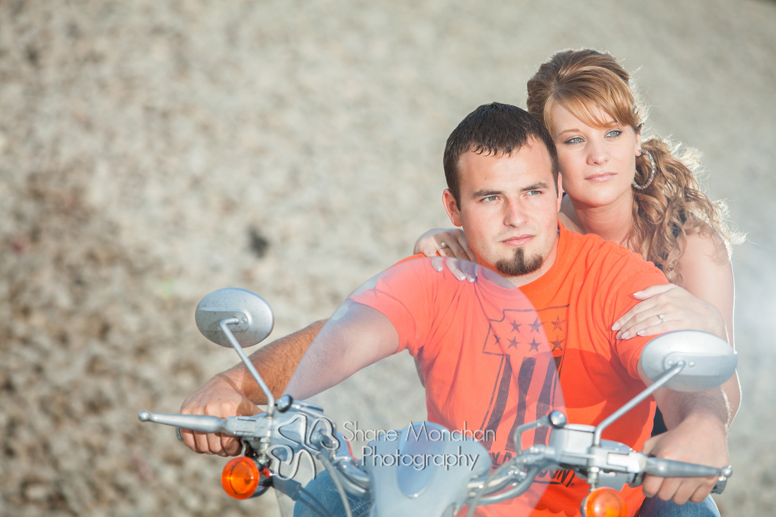 Zach and Alyssa engagement photo shoot - Sioux City Photographers - Shane Monahan Photography - Iowa Wedding & Portrait Photographer